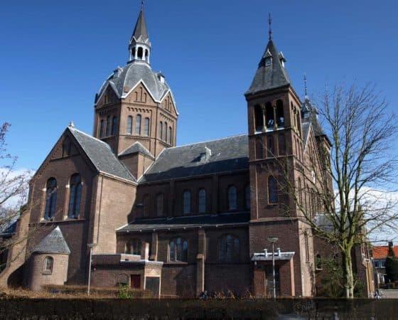 Restauratie hoofdentree en linker klokkentoren Meerburgkerk Zoeterwoude-Rijndijk